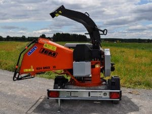 Swivelable chipper unit