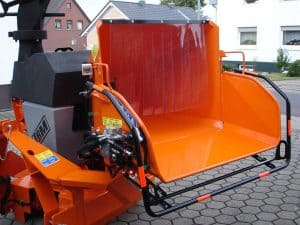 PTO wood chipper with robust frame construction