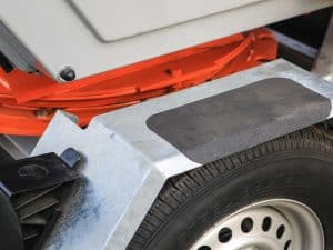 Accessible fenders with hot-dip galvanizing